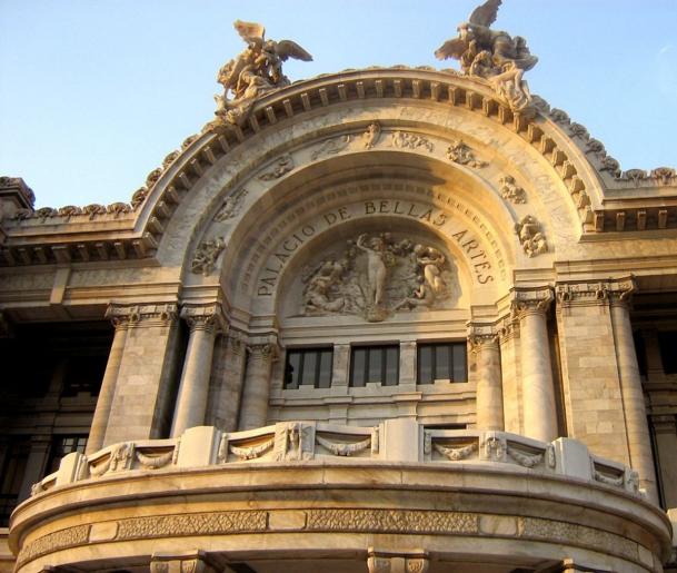 Foto de fachada del Palacio...